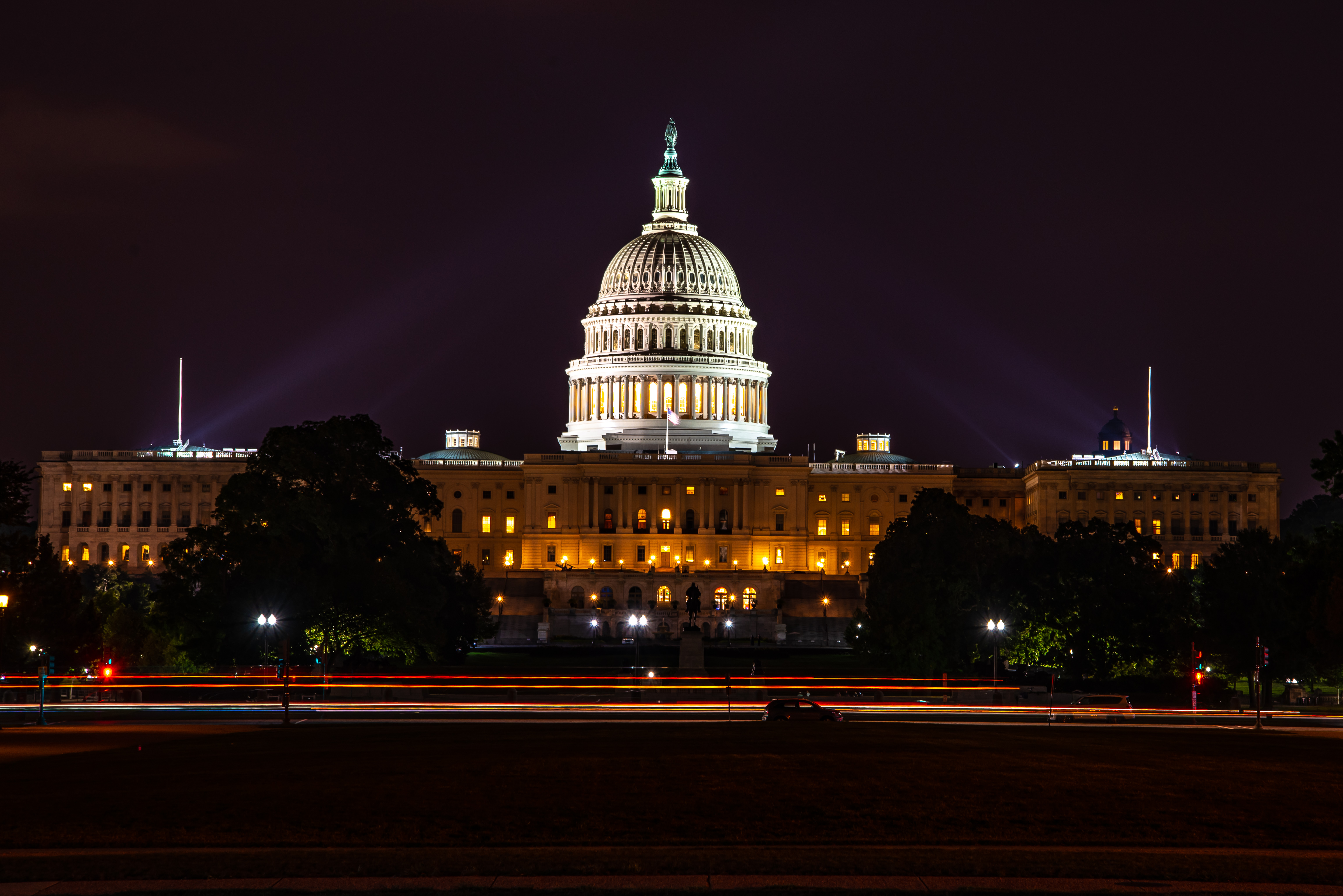 united_states_capitol_building_at_night.jpg