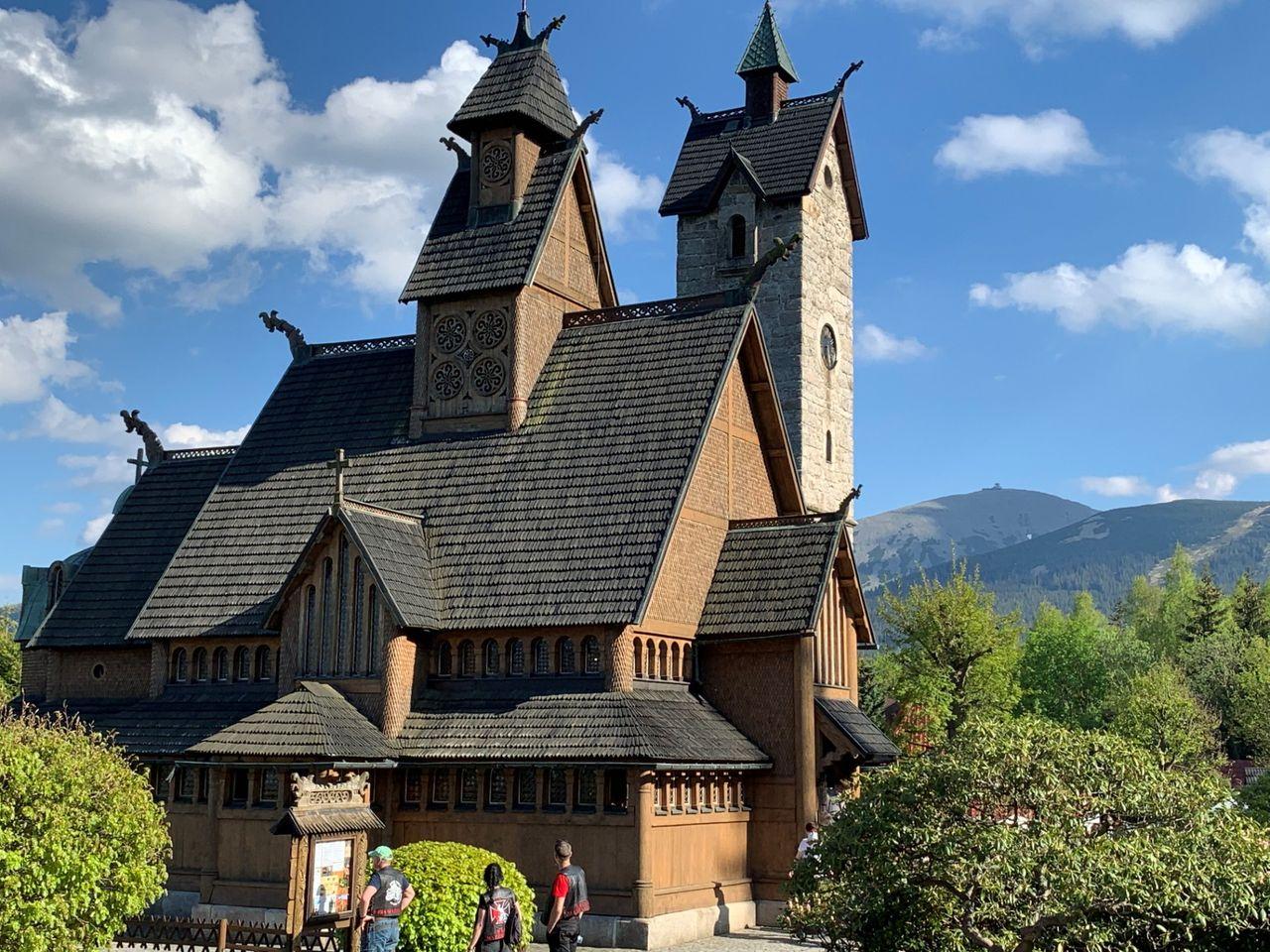 Kościół Wang. W tle Śnieżka