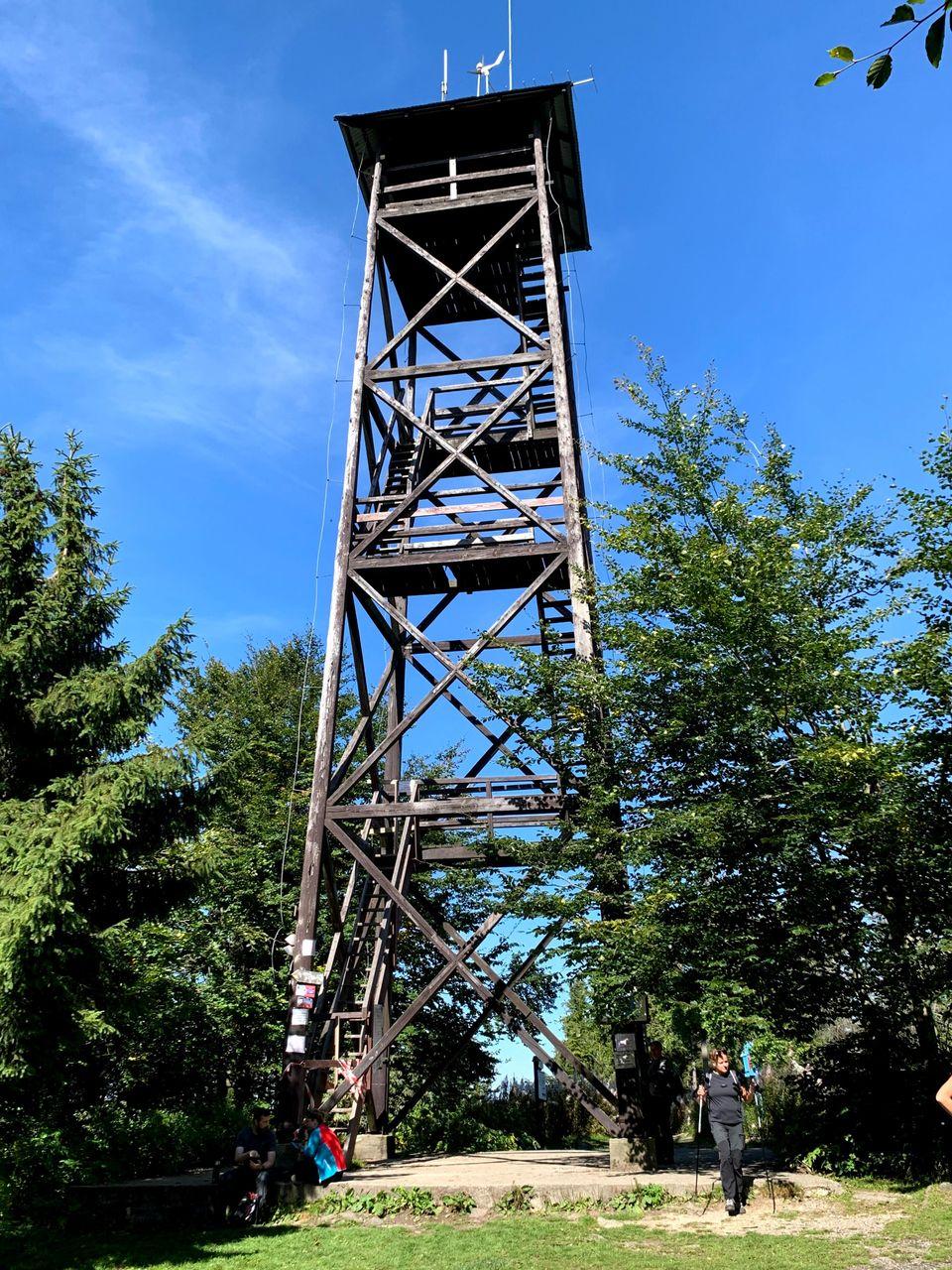 Nieczynna wieża widokowa na Mogielicy