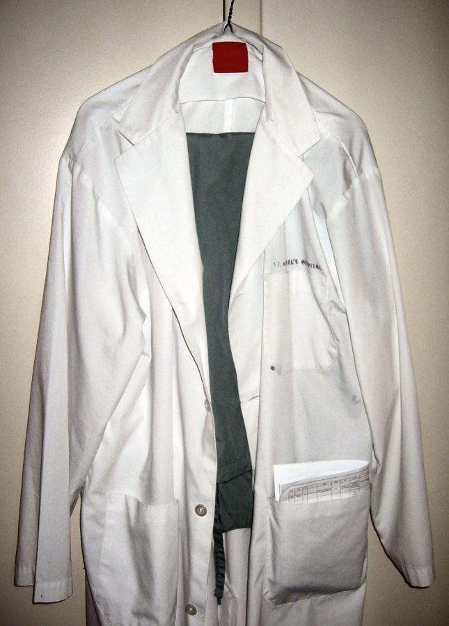Lab coat_and_scrubs Samir from wikipedia 1.2.jpg