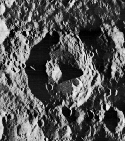 Icarus crater James Stuby based on NASA image public.jpg
