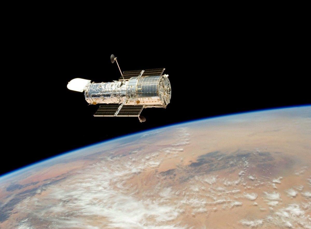 cosmos, atmósfera, vehículo, vuelo, espacio, negro, galaxia, satélite, Nasa, nebulosa, espacio exterior, investigación, vista trasera, ciencia, Nubes, astronomía, tierra, estrellas, universo, Planetas, celestial, astronave, orbita, Hubble, Operacional, estación Espacial, Objeto astronómico, Atmósfera de tierra, Telescopio espacial, lanzado, Fotos gratis In PxHere