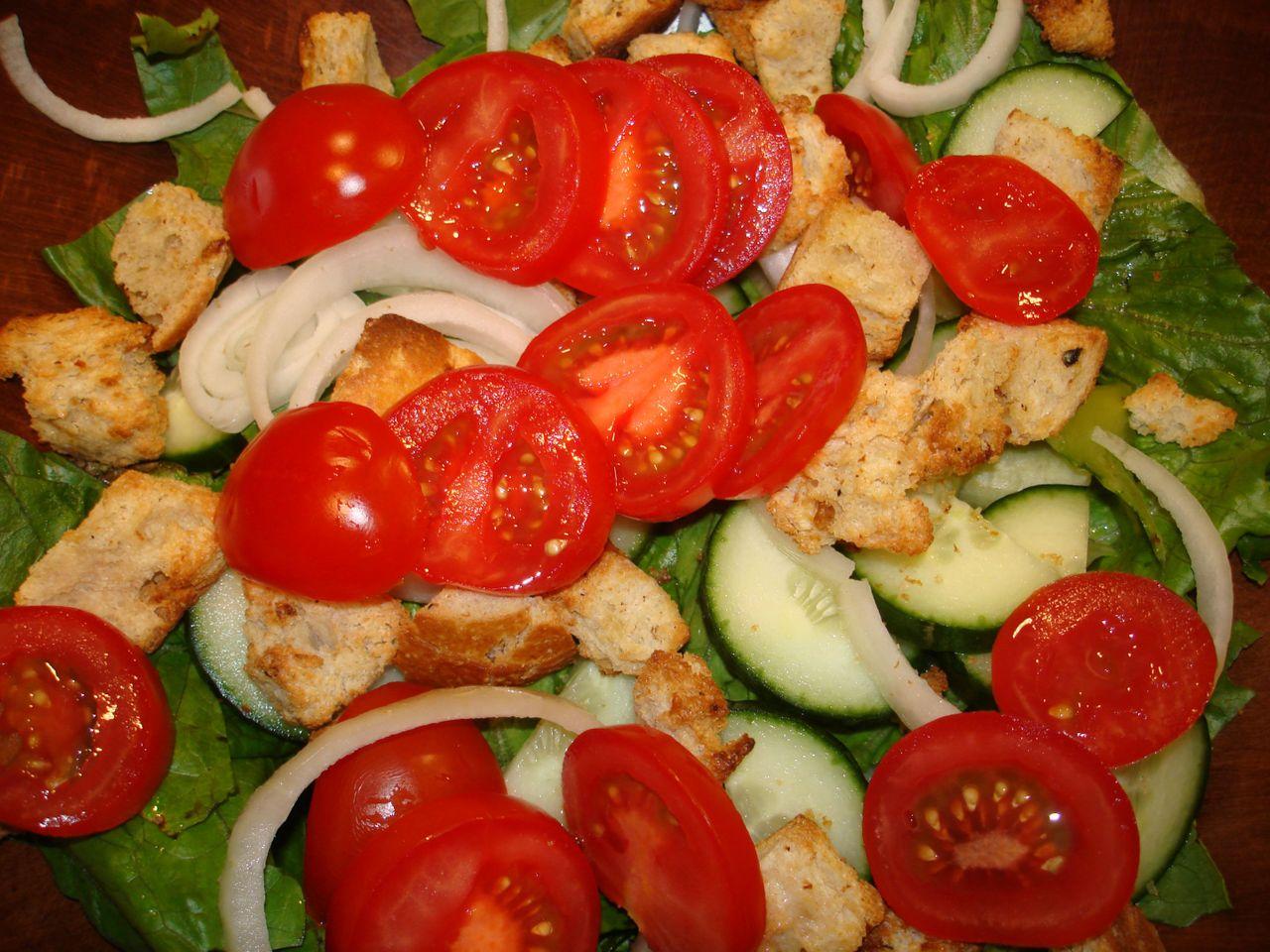 tomatoes_in_salad.JPG