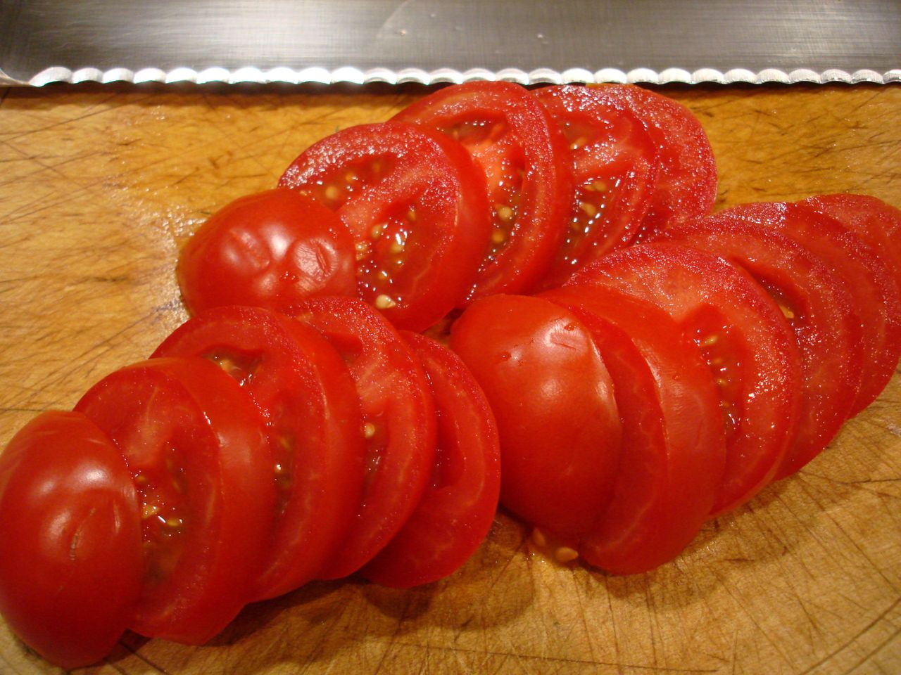 tomatoes_serated_edge.JPG