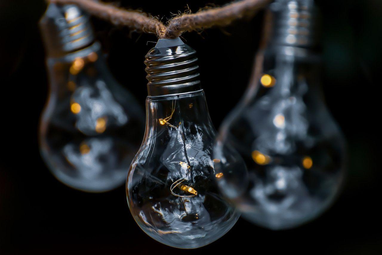 light-bulb-5352822_1920.jpg