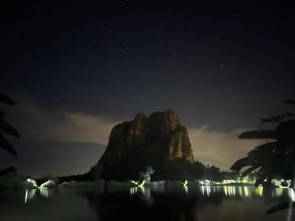 night_over_the_fishing_lake.jpg