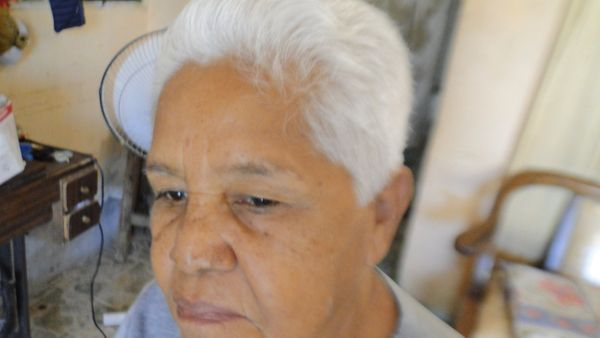 [ESP-ENG] Cortando el cabello a mi abuela/Cutting my grandmother's hair