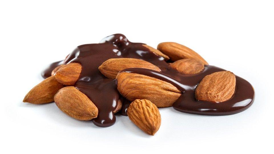 almendras-banadas-en-chocolate-1-960x540.jpg