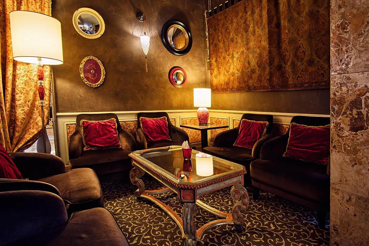 Even if it is a cozy bar, it is hard to stay inside…
