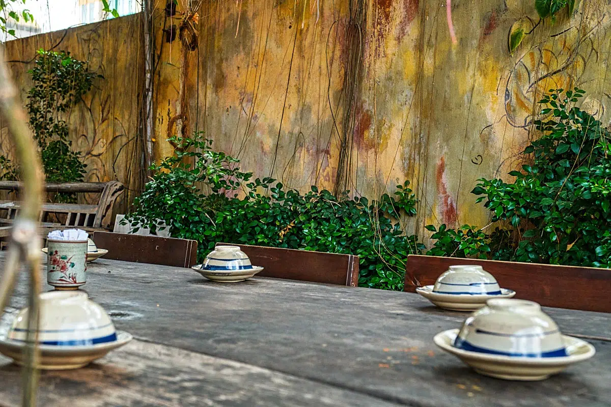 If you are hungry in Saigon and you are looking for some good Vietnamese cuisine presentation, Secret Garden is a place for you.