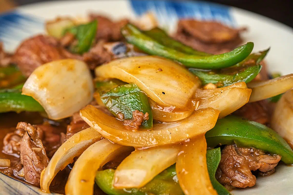 Soft beef stir-fried with crunchy onion and green peppers seasoned with Vietnamese favorite sauces.