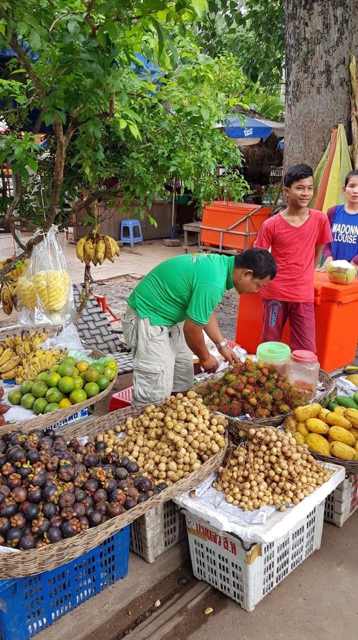 Street fruit sales, my favorite mangosteens!!!