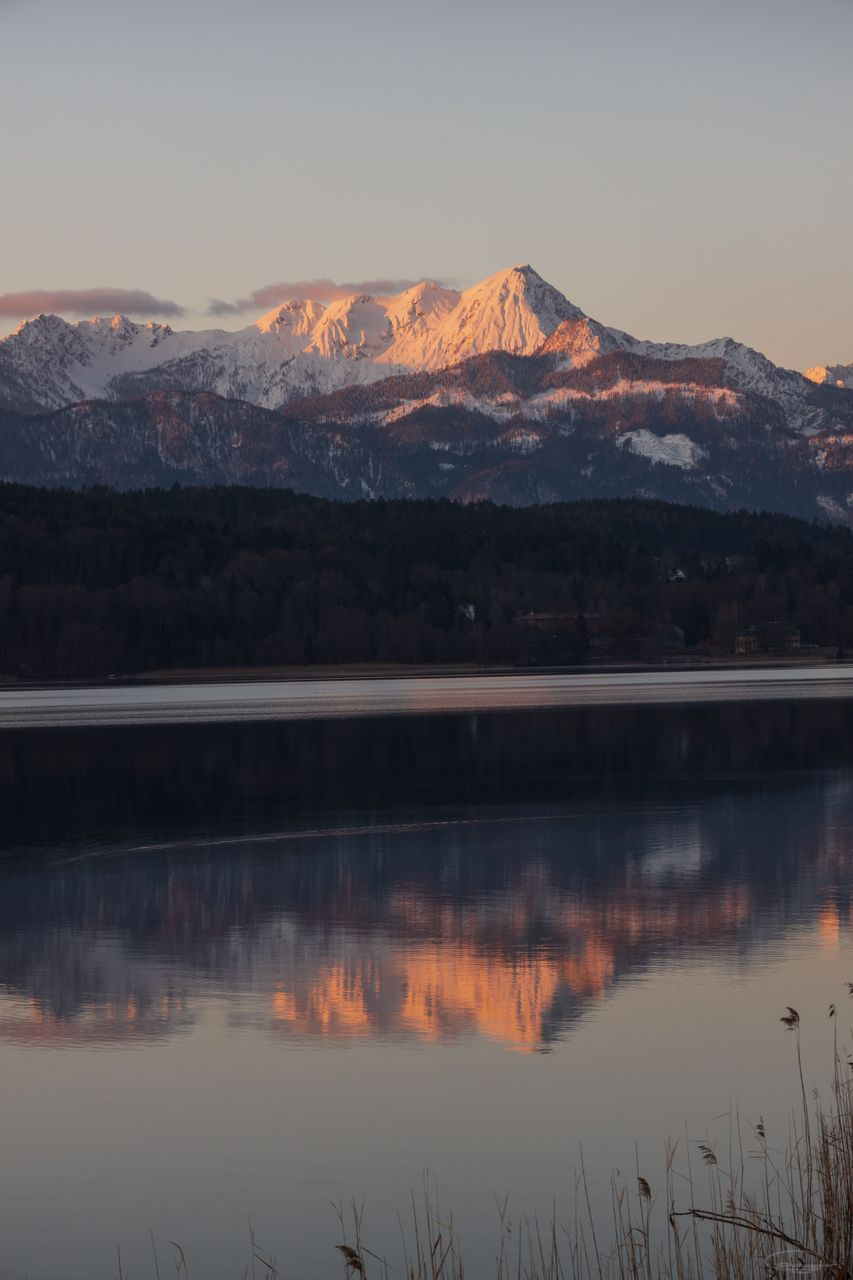 Sunrise at Lake Woerthersee in March 2020
