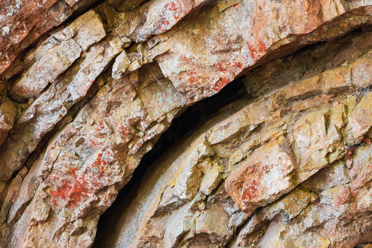 Hiking, Wild Camping & Alpenglow : close-up photo of a curved rock formation