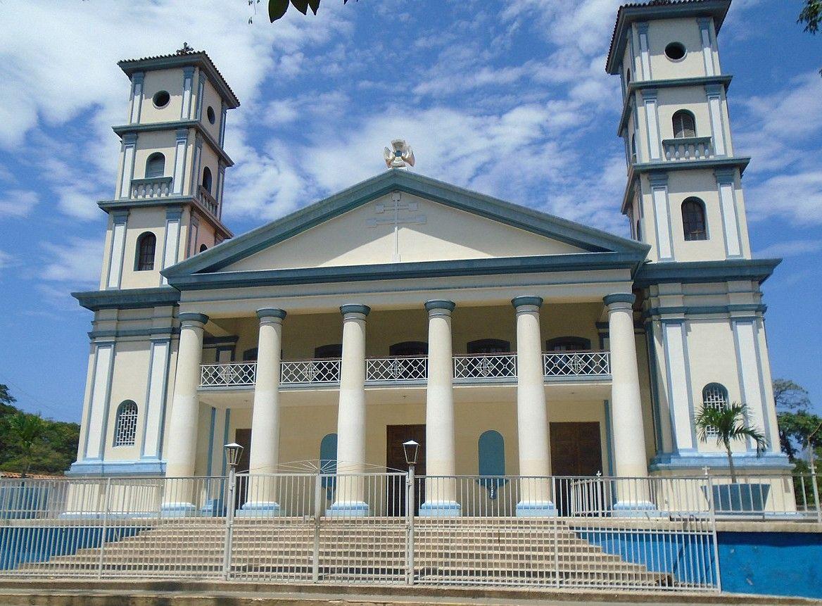 1280px-Iglesia_Catedral_Cumaná~2.jpg
