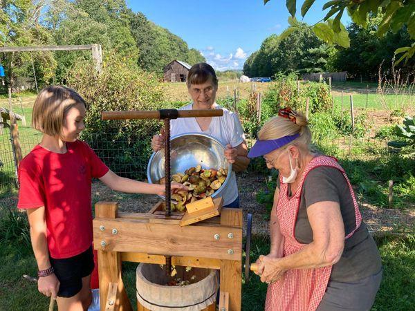 Apples - Wiley, Pam, Marianna grinding2 crop Sept. 2021.jpg