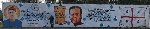 Artiste de rue rendant hommage aux disparus
