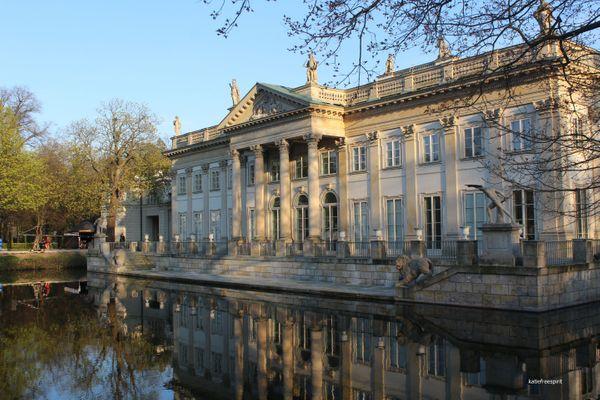 The Palace on the Isle in the Royal Łazienki Park in Warsaw / Pałac na wyspie (Pałac na wodzie) w Łazienkach Królewskich w Warszawie