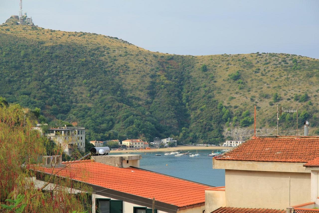 Widok z naszej kwatery w Palinuro | View from our accommodation in Palinuro