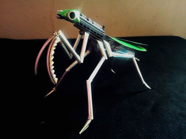 [ENG-ESP] RELIGIOUS MANTIS MADE WITH RECYCLING PARTS