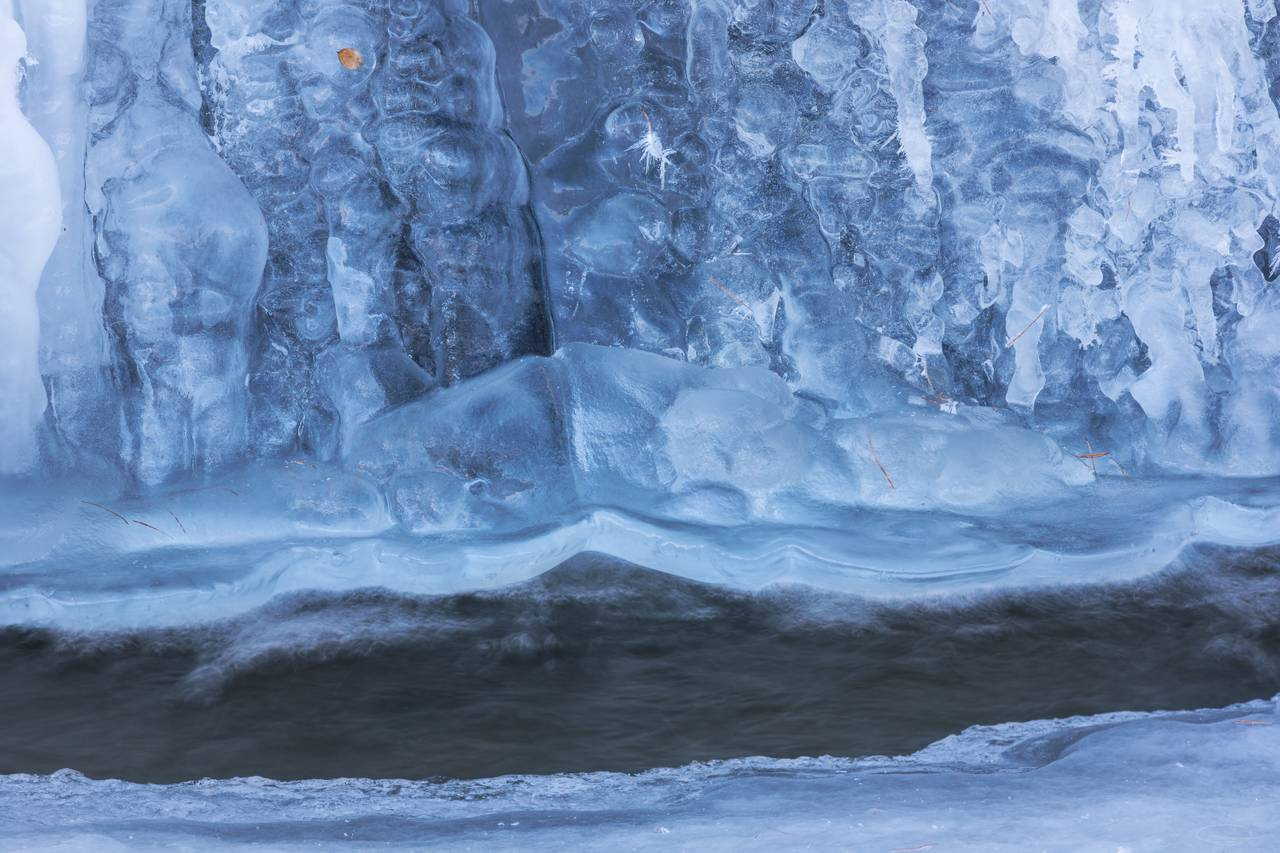 Small Waterfall behind a blue Ice Curtain - closer look
