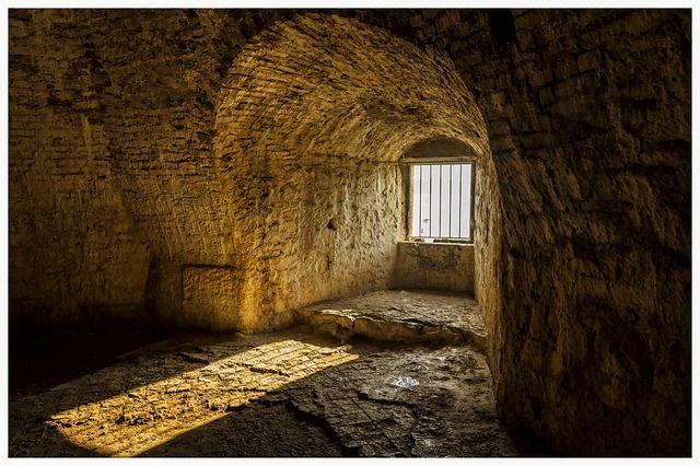 castle-3925038_640.jpg