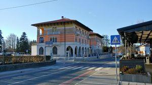 Municipal building and bank