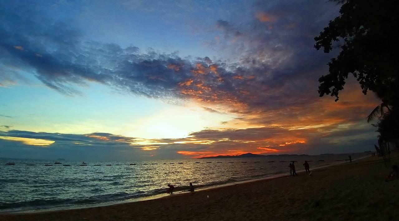 pattaya_beach_oct_2020_711.jpg