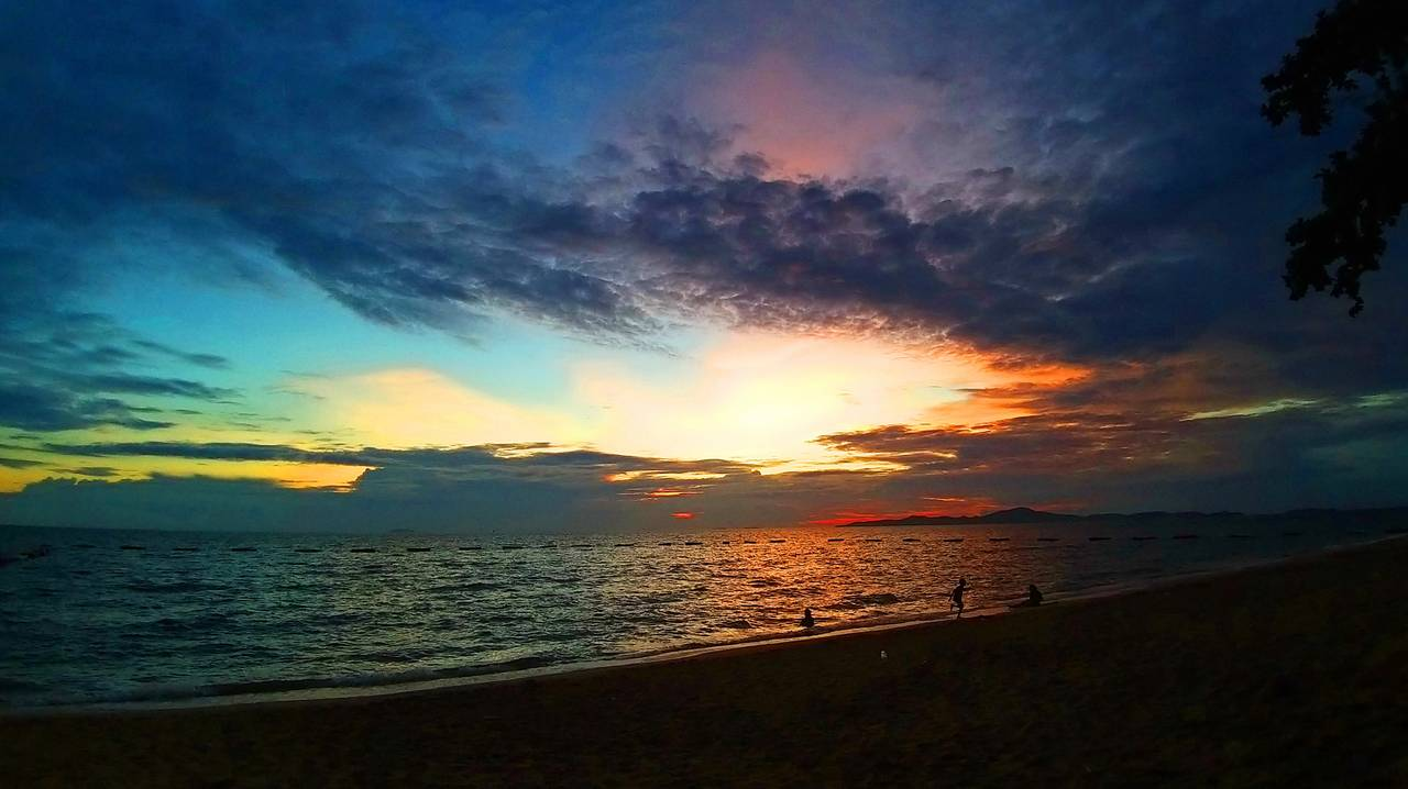 pattaya_beach_oct_2020_730.jpg