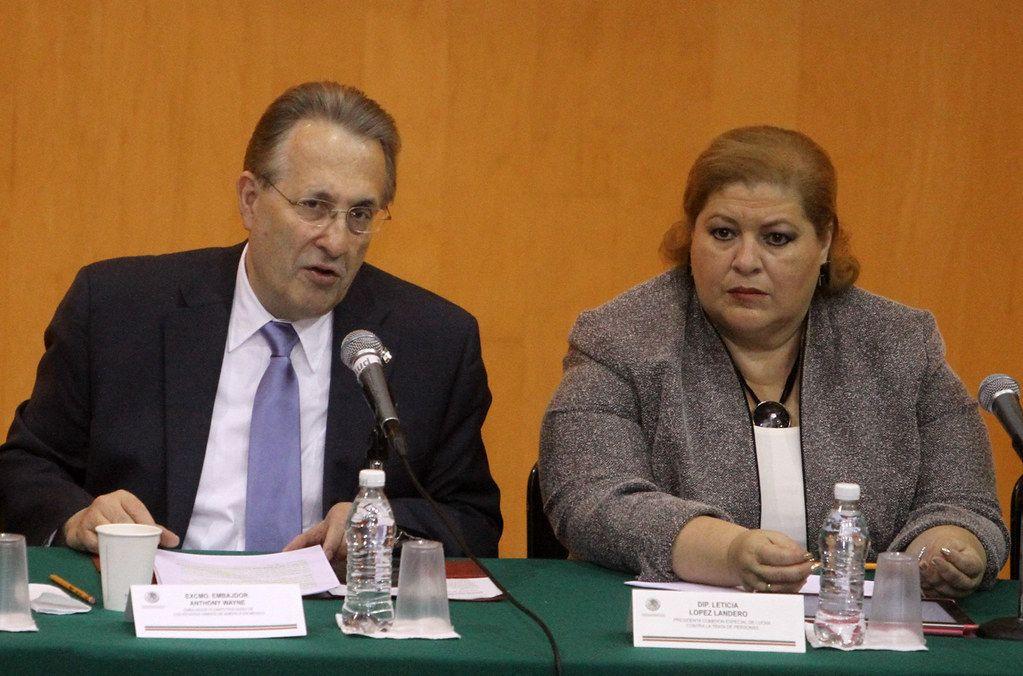 Embajador Wayne Habla sobre las Herramientas para Proteger a los Niños en Internet