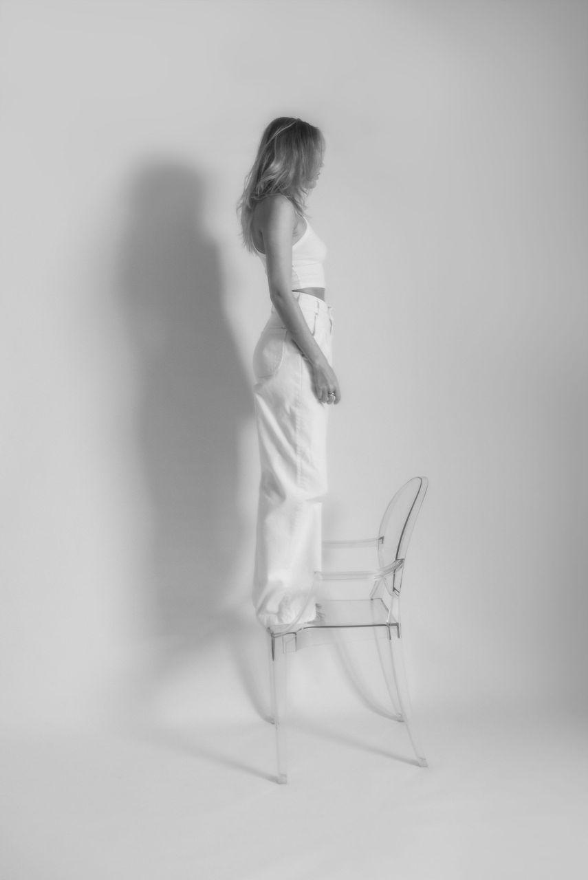 !20transparent_kartell_louis_ghost_zara_white_jeans.jpg