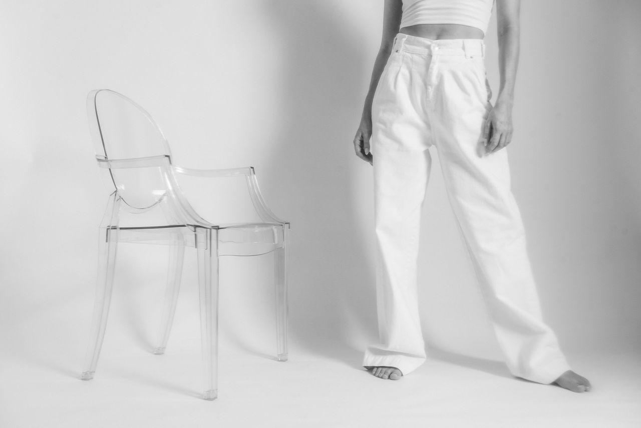 !12transparent_kartell_louis_ghost_zara_white_jeans.jpg