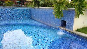 Piscina //  Swimming pool