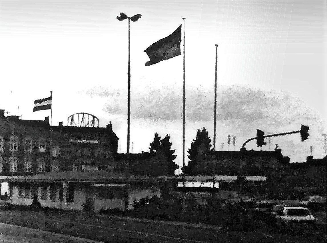 ph_border_sky_flag.jpg