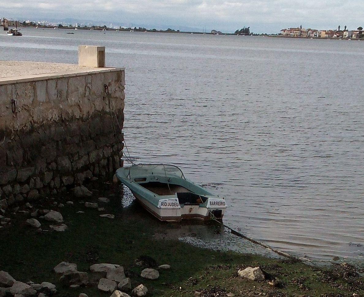 Barco Rio Judeu.jpg