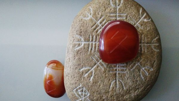 Daily Runes - Moving On // Runas Diarias - Seguir Adelante