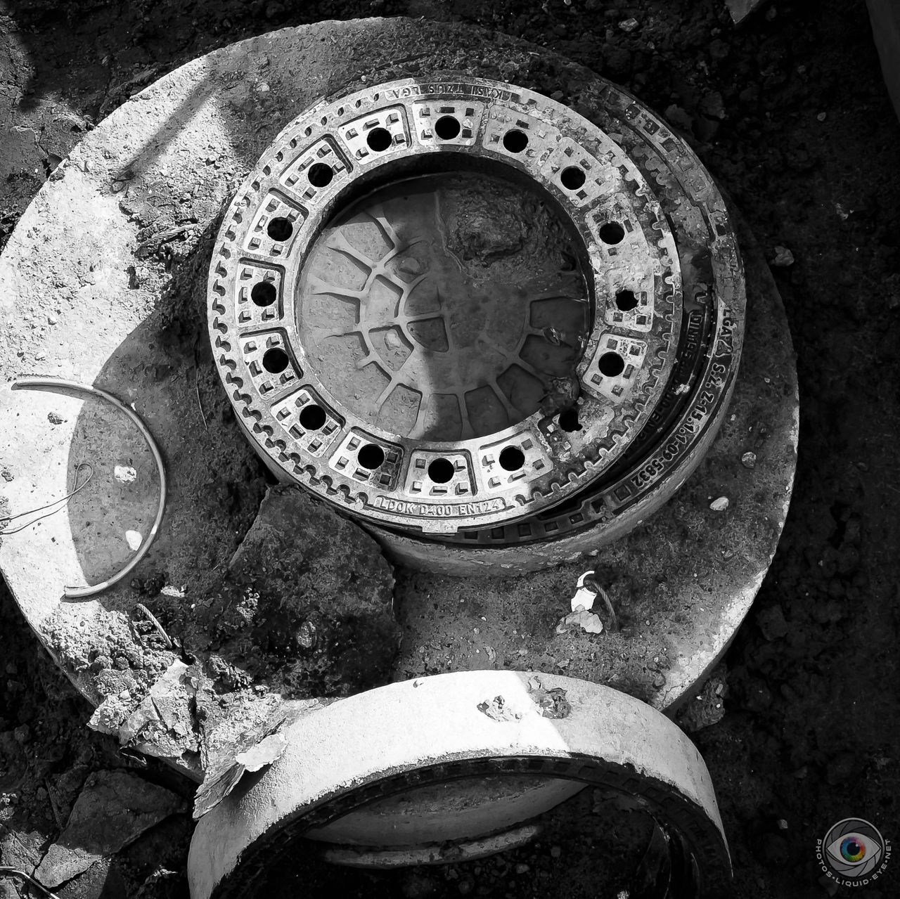 0885_construction_site_circles_liquideye.jpg
