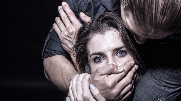 tragen-frauen-mitschuld-an-einer-vergewaltigung-1523542437.jpg