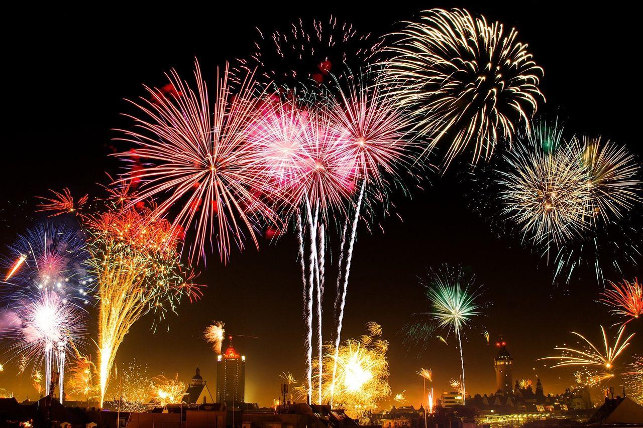 fireworks1953253_1920.jpg